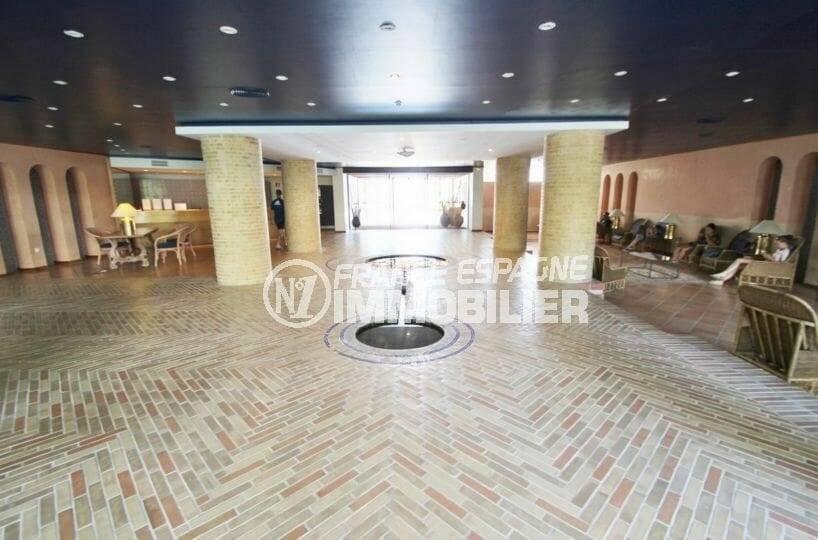 hall d'entrée de l'immeuble, appartement ref.3873