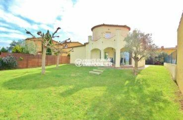 agence immobilière costa brava: villa de 143 m², proche sant pere pescador, grand garage