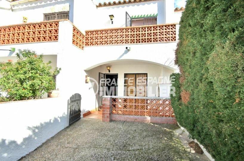maison a vendre rosas: villa 72 m², secteur résidentiel avec piscine, proche plage