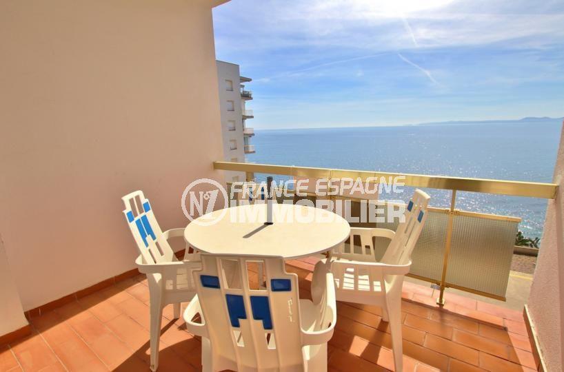 immo roses: appartement 39 m², parking privé, plage et commerces à 800 m, vue mer imprenable