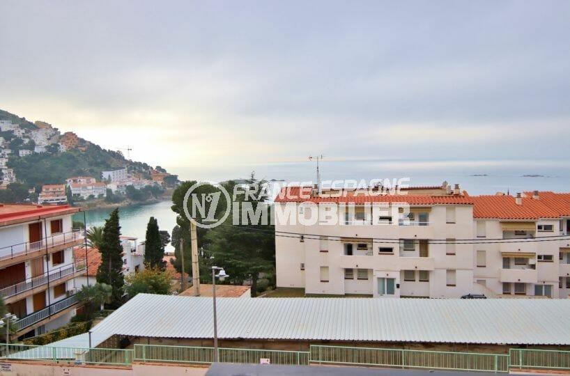vente appartement rosas, 43 m² petite copropriété avec garage et parking, plage à 200 m