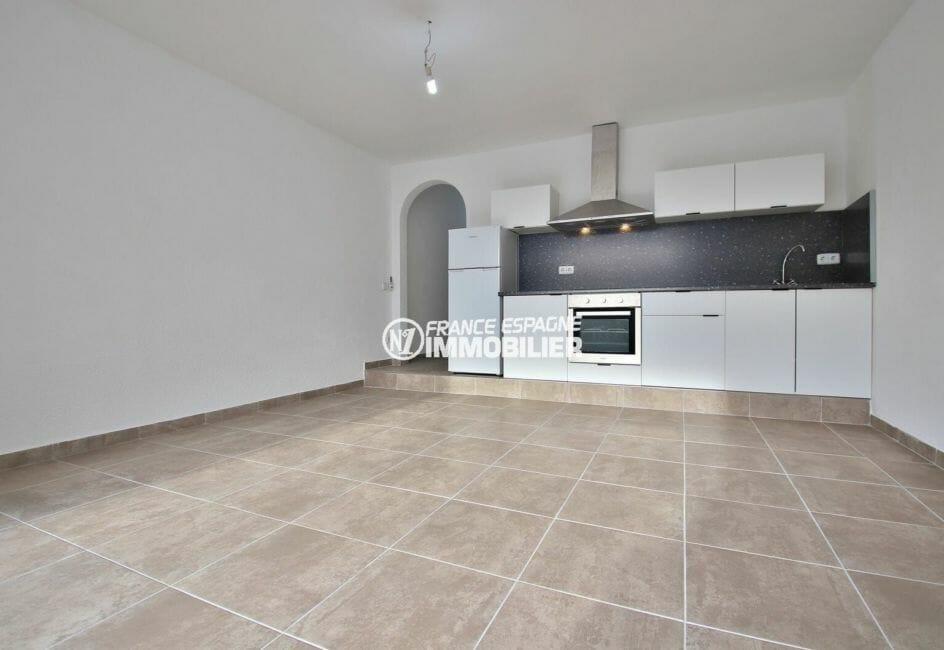agence immobilière costa brava, 54 m² entièrement rénové, 2ème ligne de mer secteur prisé
