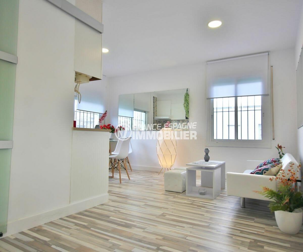 vente appartement empuriabrava, rénové 36 m², salon / séjour lumineux