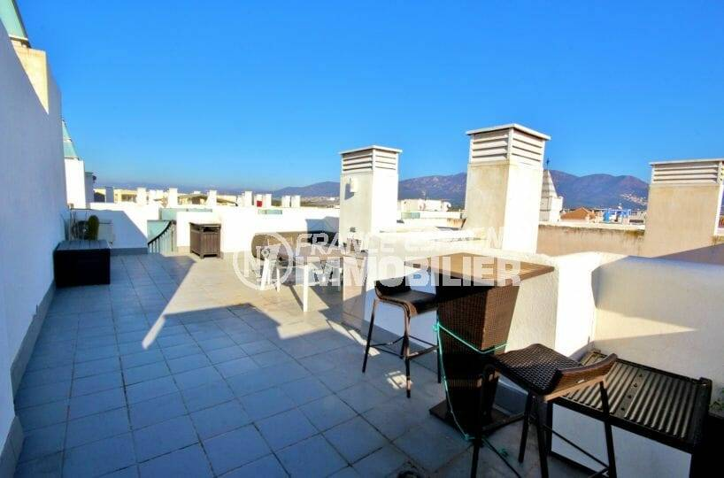 vente appartement rosas, atico de 50 m², grande terrasse solarium, proche plage et commerces