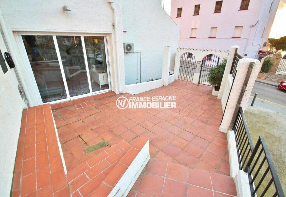 agence immobiliere costa brava: villa de 42 m² proche plage et centre-ville