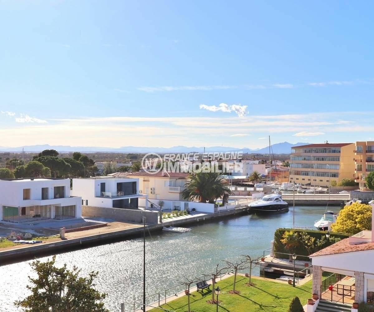 immo roses: appartement atico avec une superbe vue sur la marina