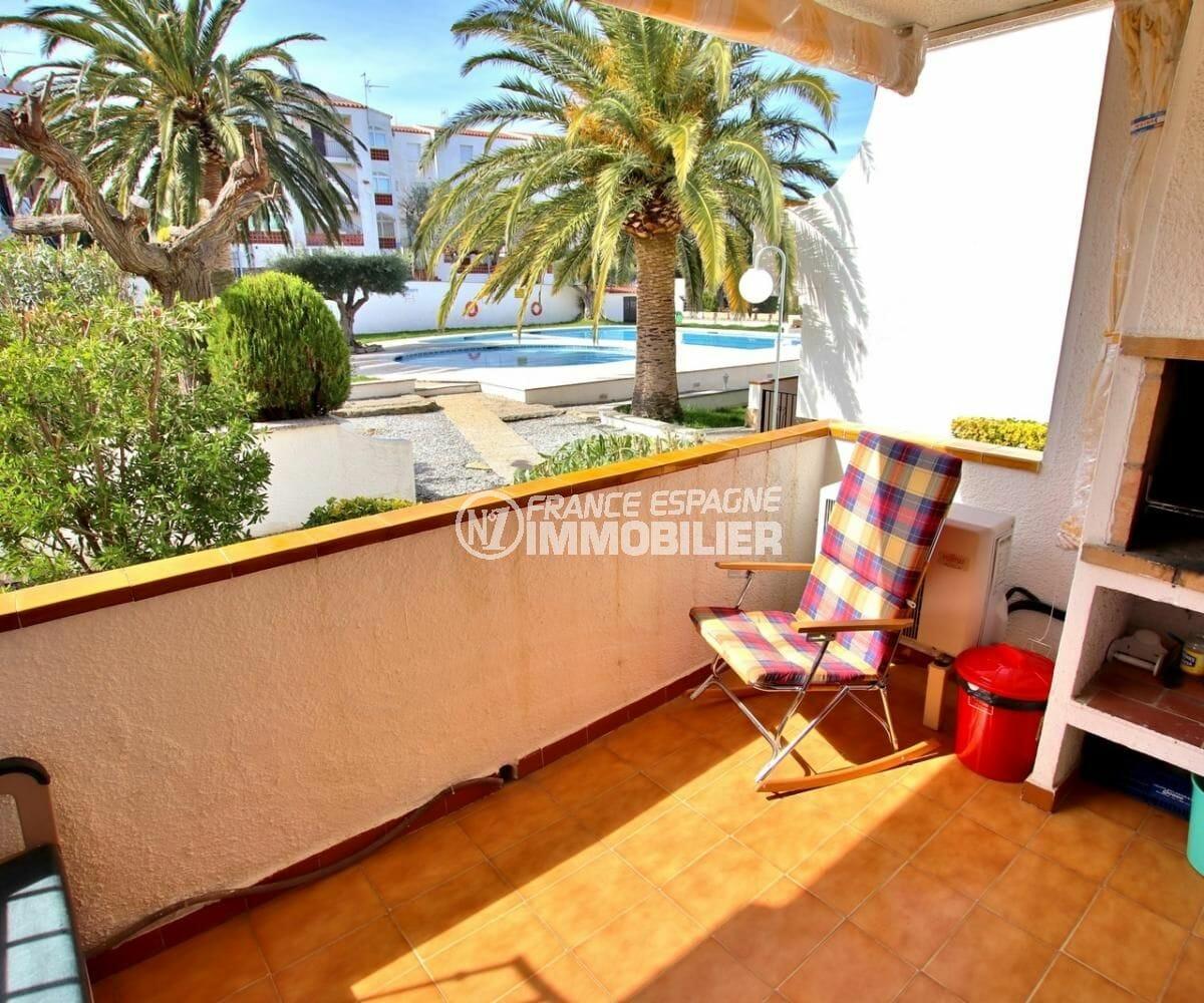 agence immobiliere rosas: appartement 34 m², terrasse avec bbq vue sur la piscine