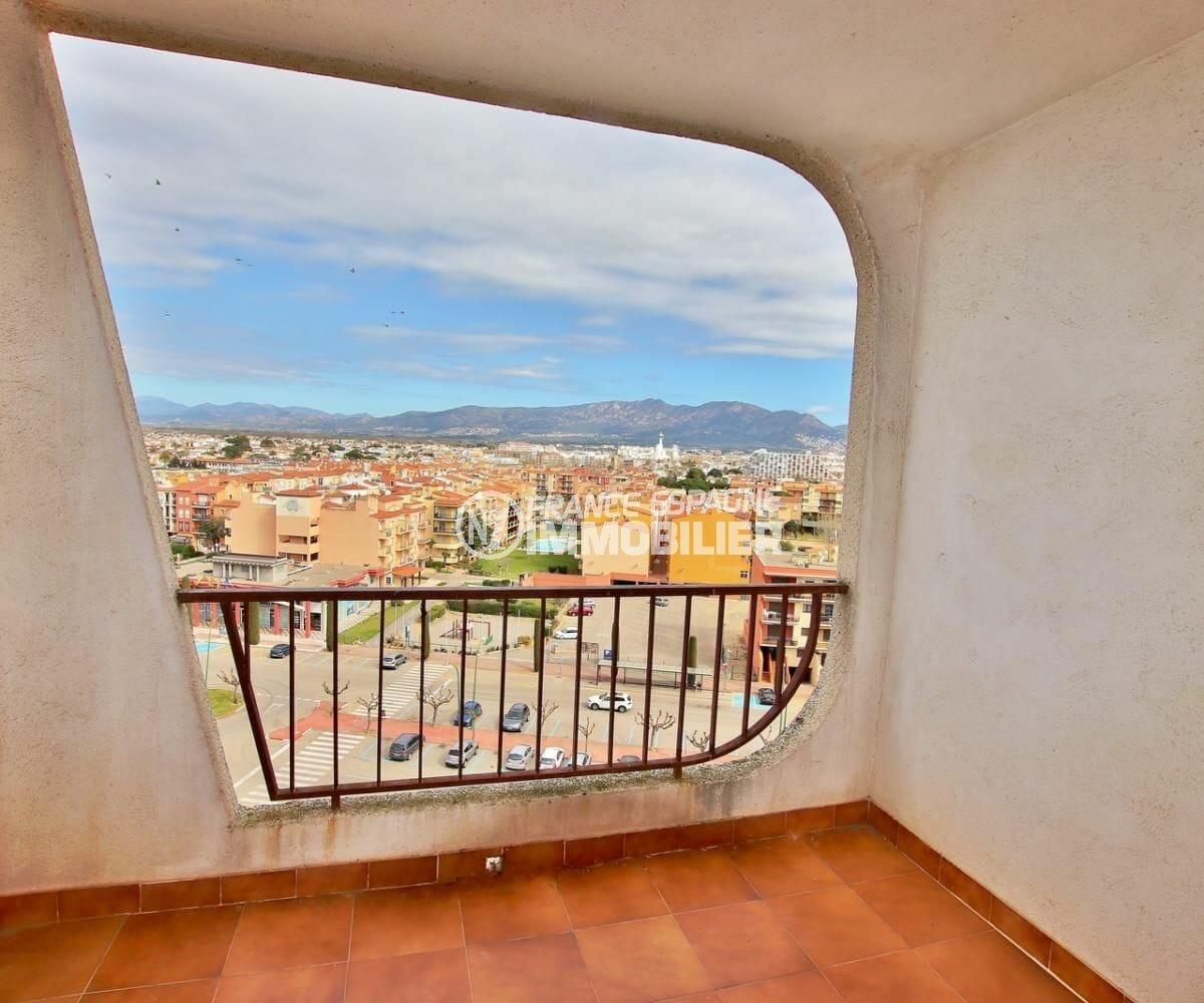 agence immobilière empuriabrava: appartement 83 m², terrasse avec vue sur les montagnes
