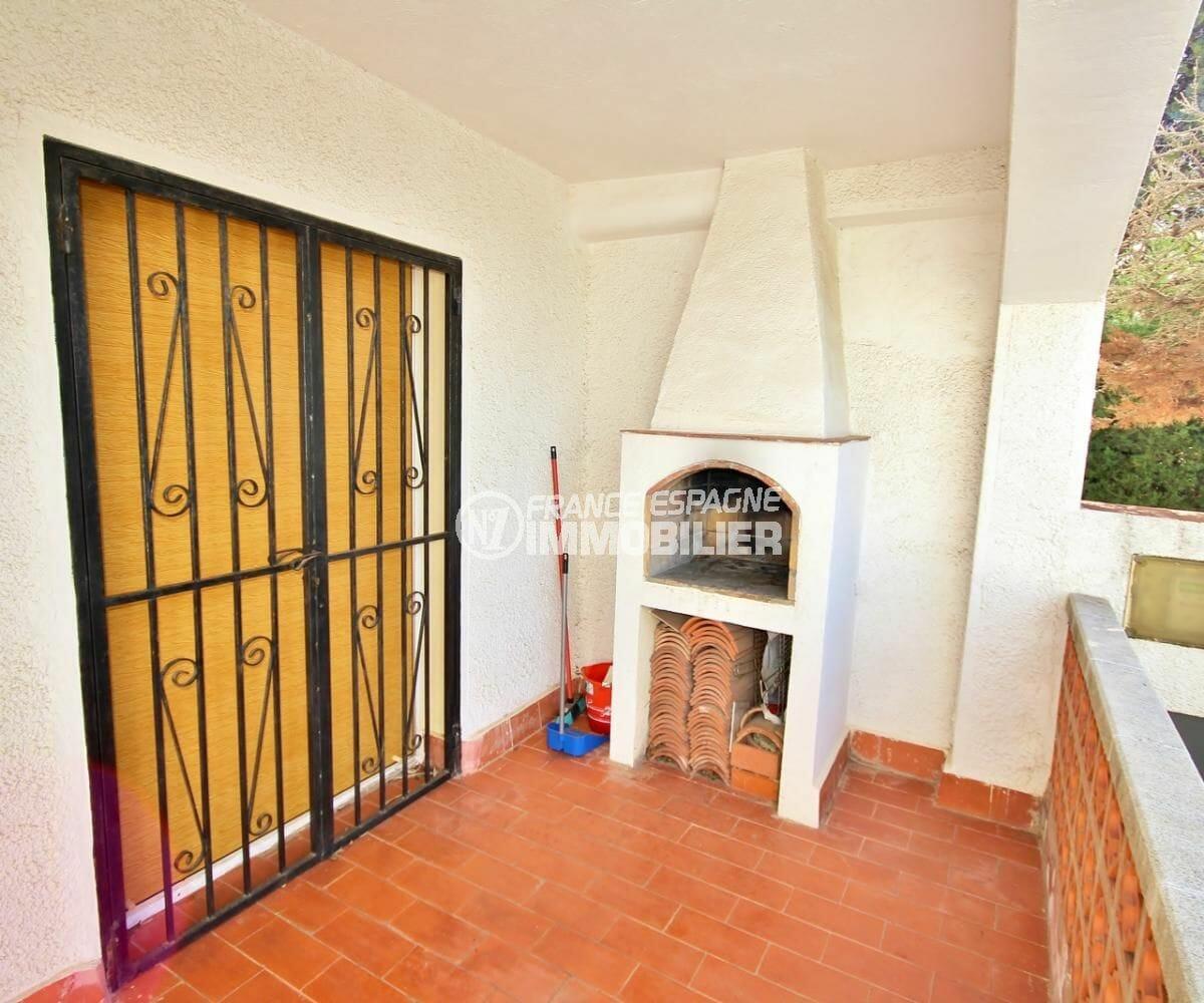 agence immobiliere rosas: villa 72 m², terrasse couverte avec bbq