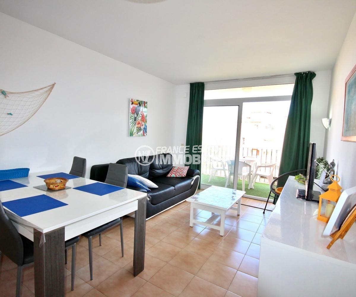 appartement a vendre empuriabrava, 57 m², salon / salle à manger accès balcon