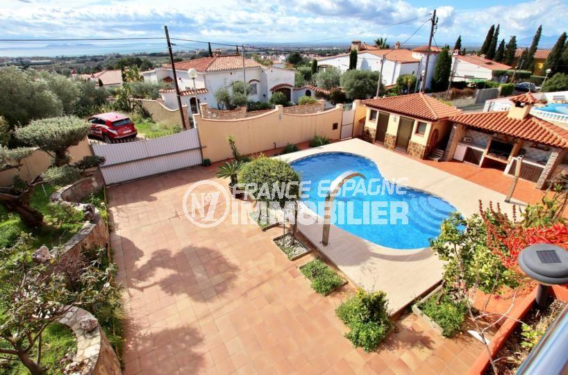 immo roses: villa de 358 m², secteur résidentiel de roses, vue mer, piscine et garage