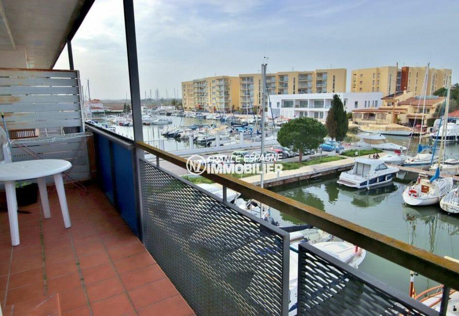 immo roses: appartement 50 m², vue depuis la terrasse possibilité amarre et parking