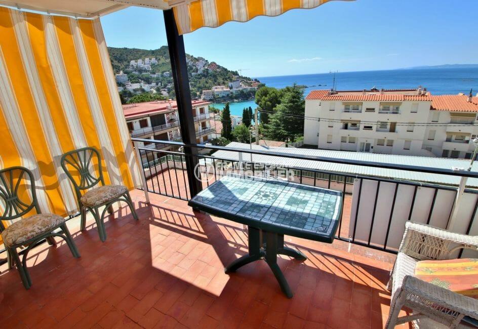 appartements a vendre a rosas, secteur prisé, terrasse de 10 m² espace détente, vue mer