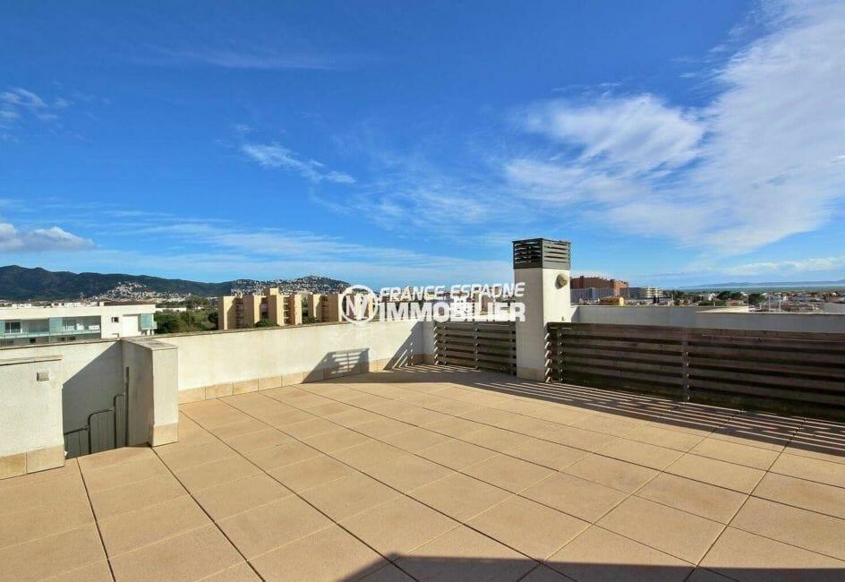 immo roses: appartement de 60 m², grande terrasse solarium de 60 m²