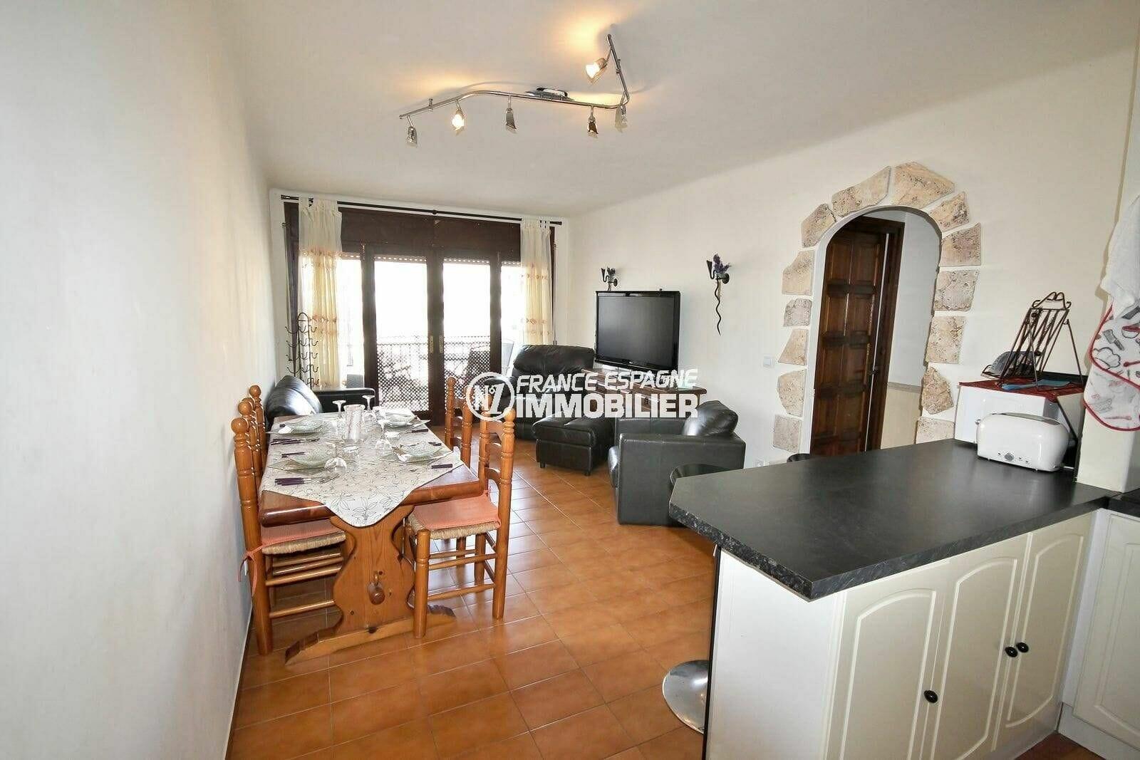 immobilier empuria brava: appartement 64 m², salon / séjour accès terrasse vue marina