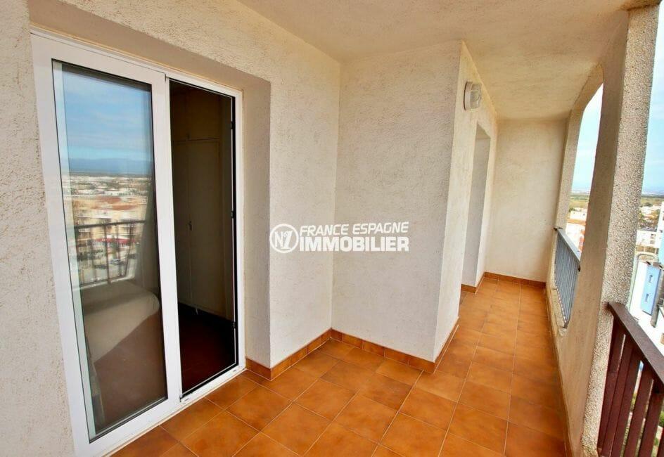 immobilier ampuriabrava: appartement 83 m², terrasse vue montagnes accès chambre