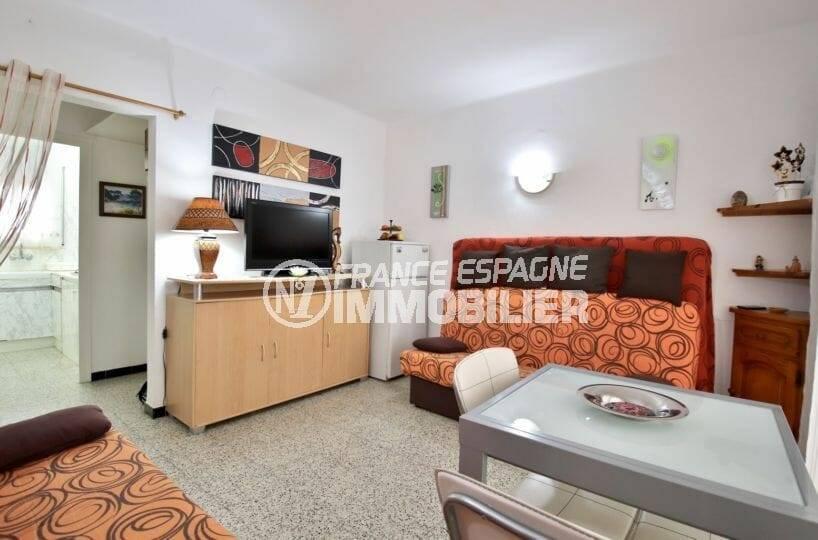 appartements a vendre a rosas: studio 30 m² construit, séjour avec accès véranda vue mer latérale