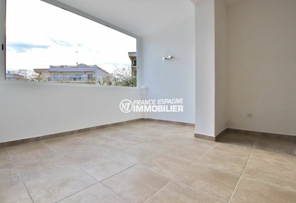immo roses: appartement 54 m² secteur prisé, terrasse véranda de 10 m² lumineuse
