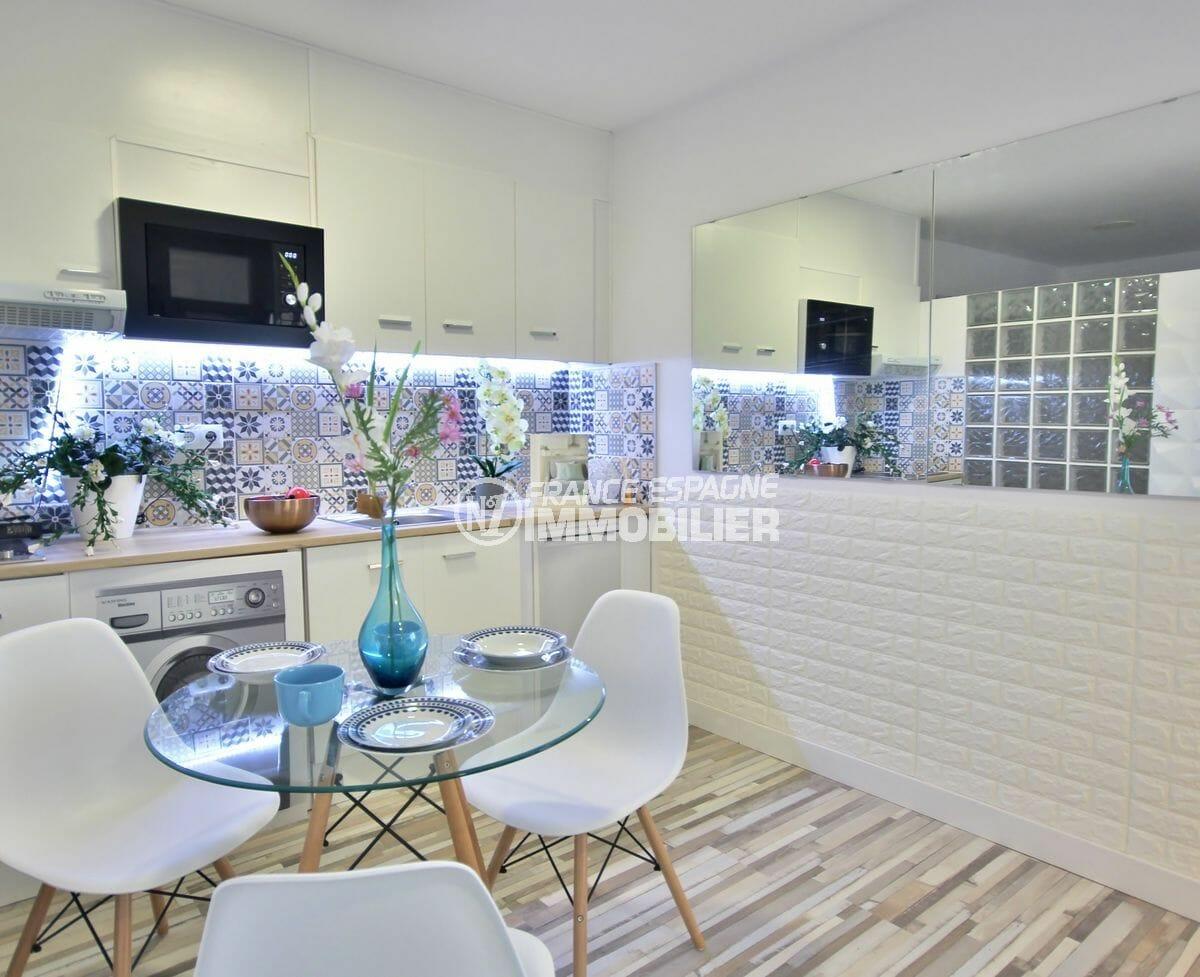 immo empuriabrava: appartement 28 m², coin cuisine aménagé et équipé