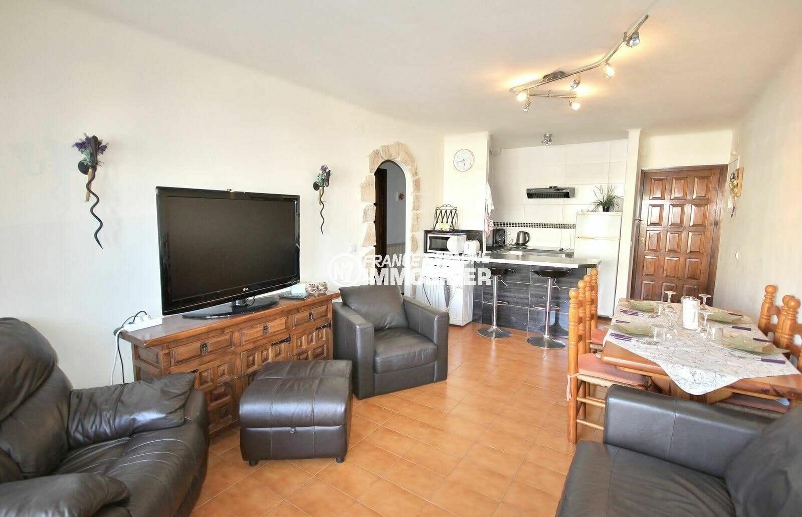 immobilier empuriabrava: appartement de 64 m², salon / séjour avec cuisine ouverte