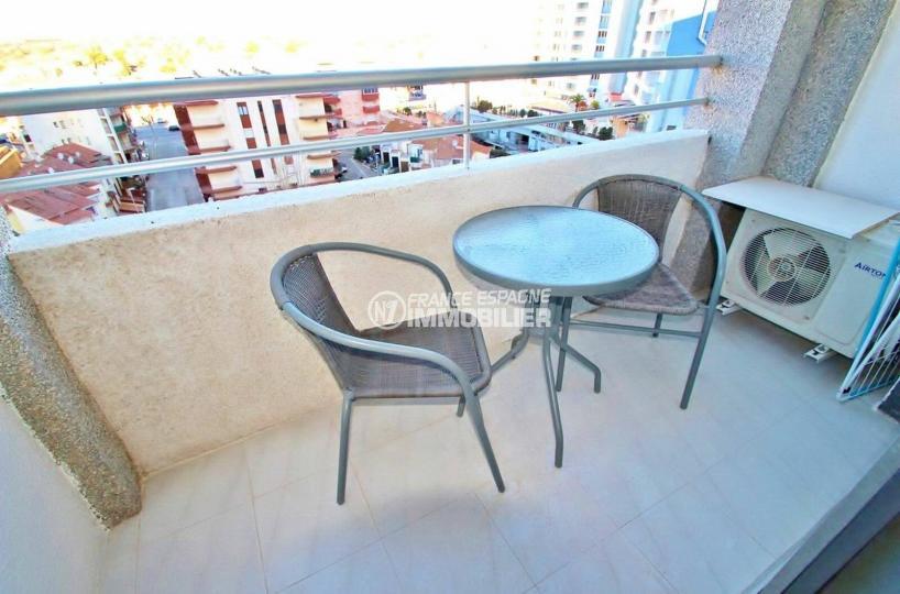 immobilier empuriabrava: studio 24 m², espace détente sur la terrasse