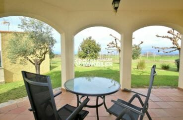 maison a vendre espagne, villa 143 m², terrasse couverte vue sur le jardin arboré