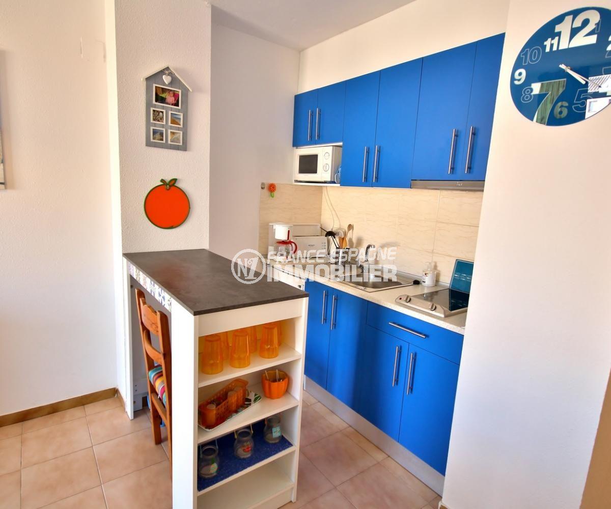 agence immobiliere costa brava: appartement 53 m², coin cuisine avec rangements