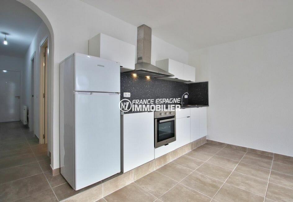 appartements a vendre a rosas, 54 m², cuisine américaine équipée ouverte sur le salon