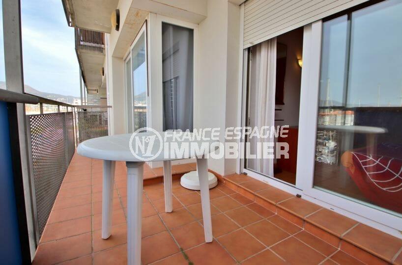 appartements a vendre a rosas, résidence proche plage, terrasse de 8 m² accès salon
