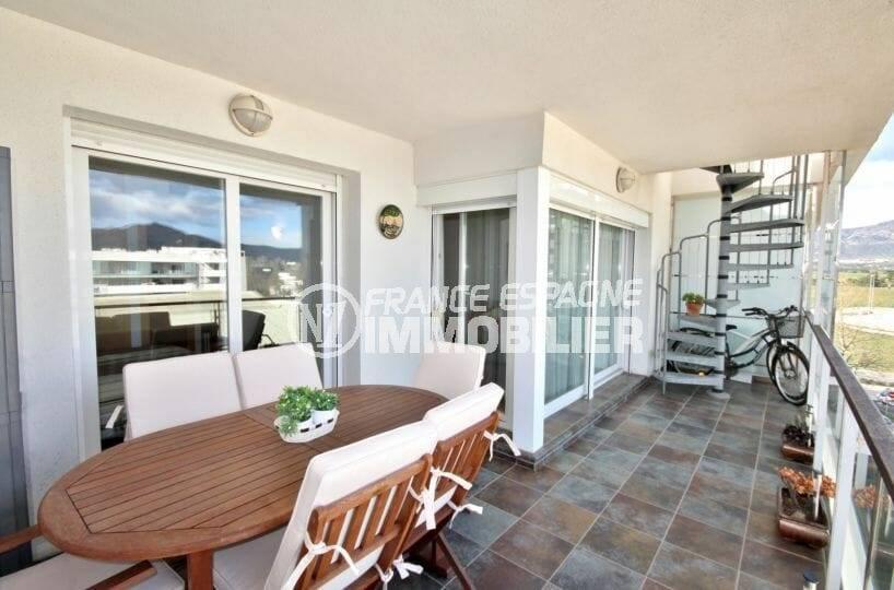 achat appartement rosas, 1ère terrasse qui donne accès à la terrasse solarium de 60 m²