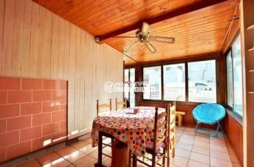 agence immo empuriabrava: villa plain-pied avec belle terrasse véranda lumineuse
