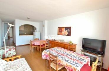 immobilier empuriabrava: appartement 83 m², salon / séjour avec une cuisine semi ouverte