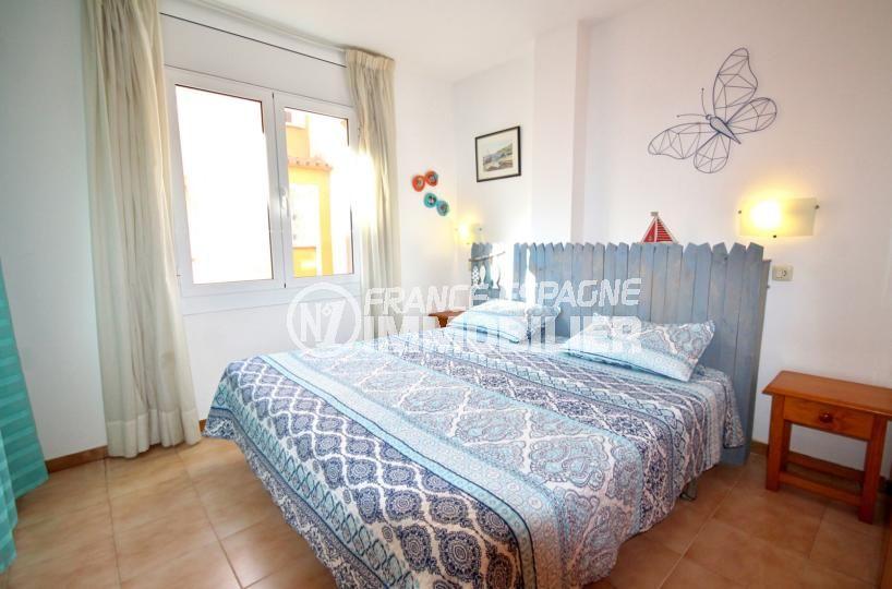 agence immobilière costa brava: appartement53 m², première chambre avec un lit double