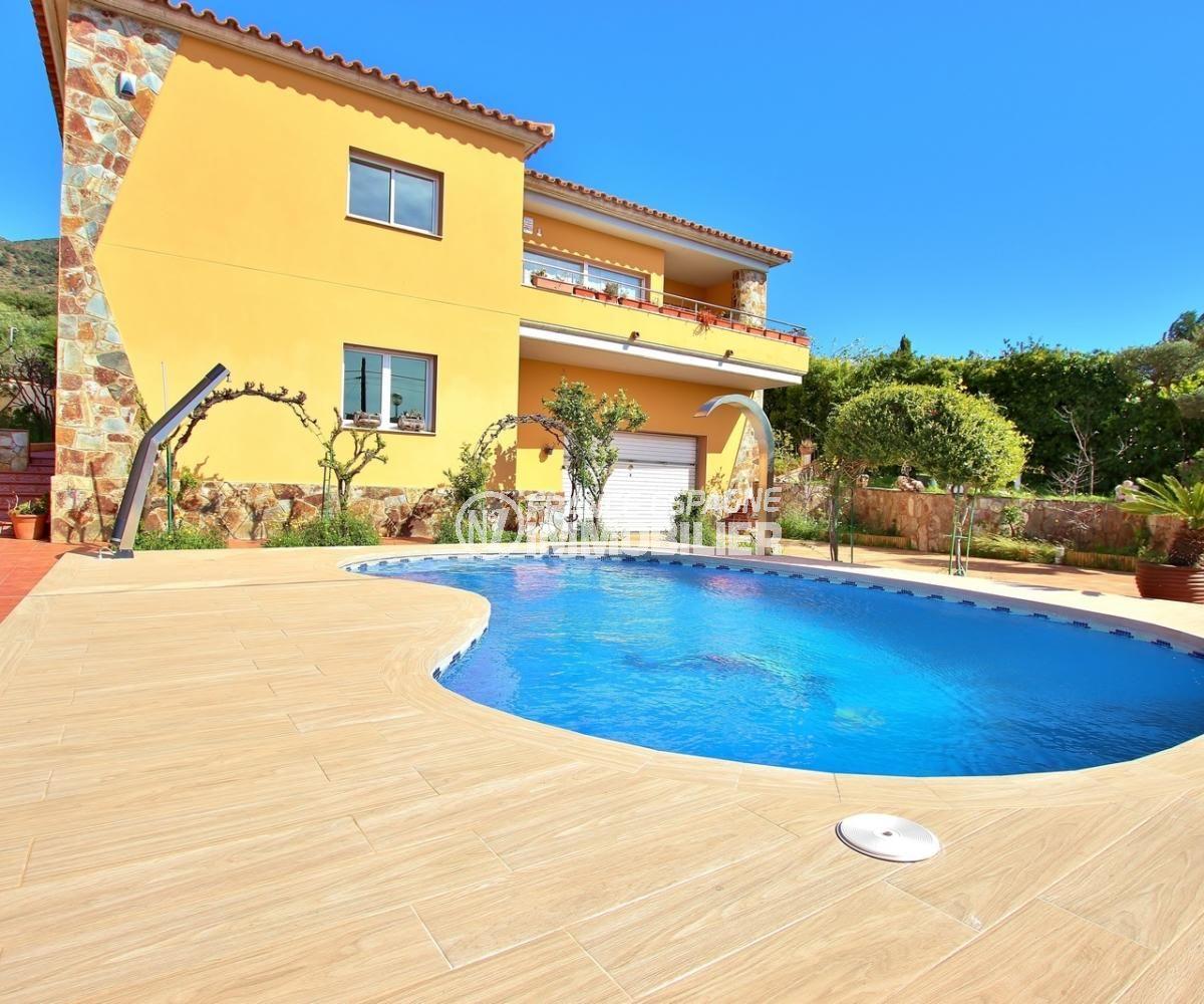 maison a vendre a rosas, secteur résidentiel, piscine 4.5 m  x 4 m avec douche