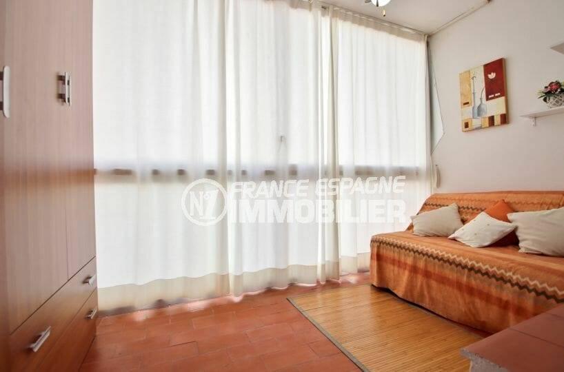 acheter appartement rosas, petit prix, 30 m² constrruit avec véranda 8 m², plage à 100 m