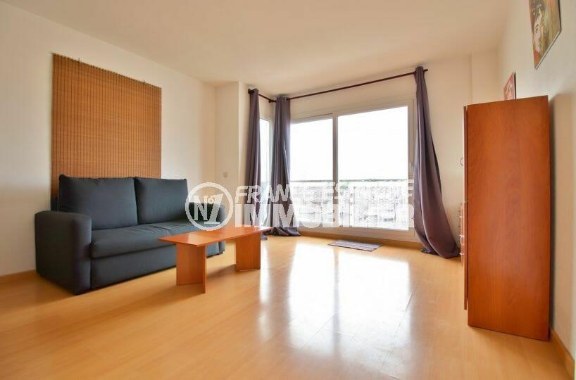 agence immobiliere costa brava: appartement 50 m², salon / séjour accès à la terrasse vue marina