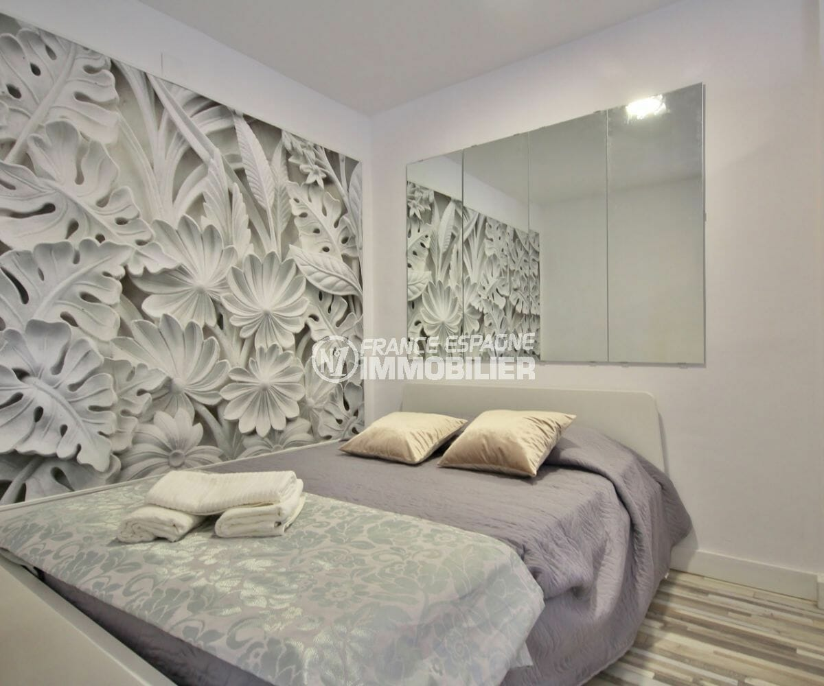 agence immobiliere costa brava: appartement empuriabrava, chambre type alcôve lit double