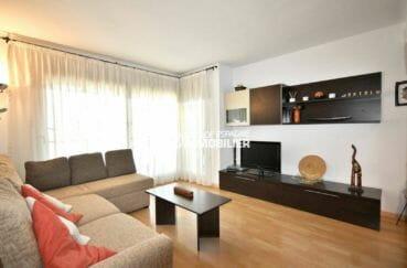 acheter appartement rosas, salon lumineux avec accès à la terrasse