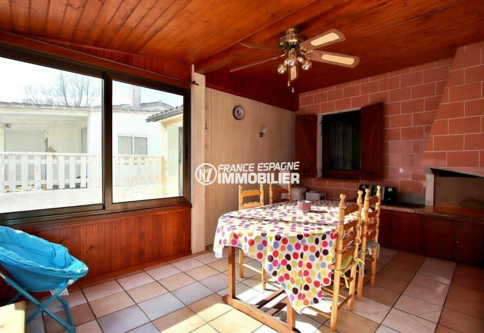 agence immobiliere empuriabrava: villa 80 m², véranda avec espace détente