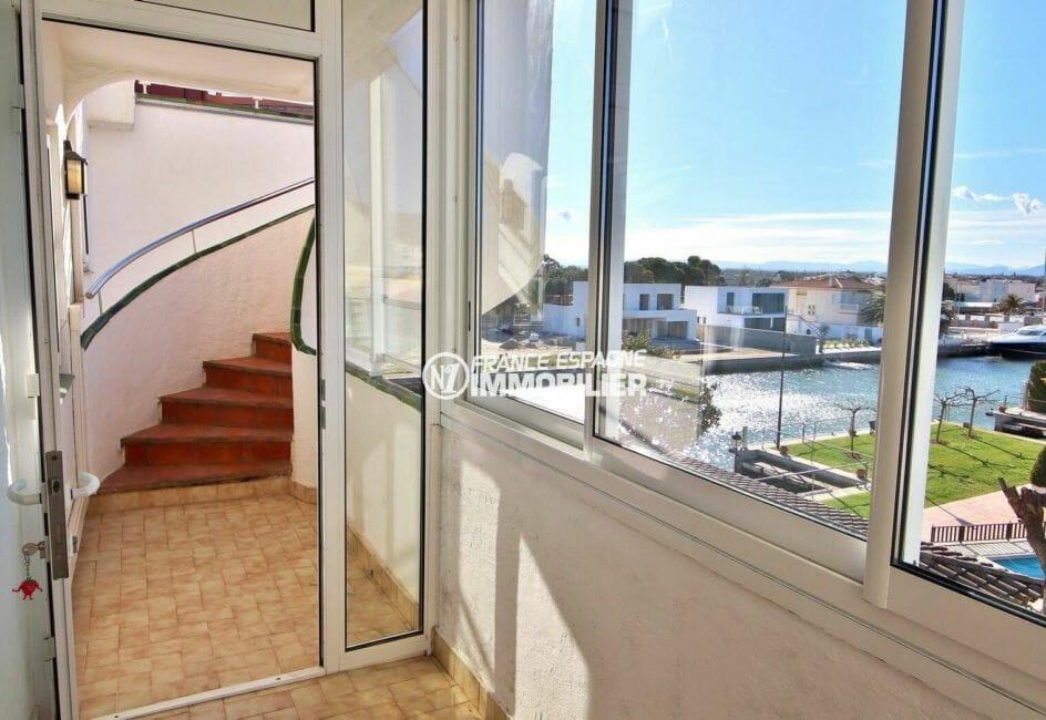 acheter appartement rosas, véranda vue marina donnant sur le séjour accès terrasse solarium