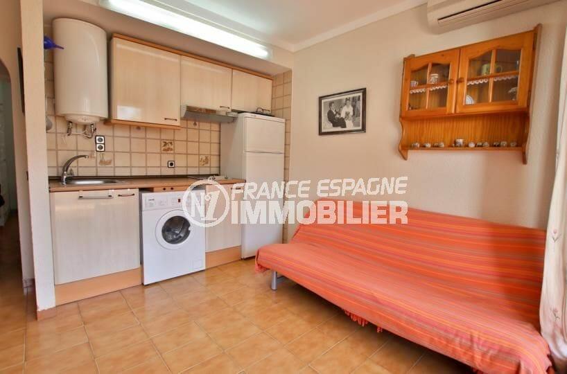 agence immobiliere roses espagne: appartement 34 m², salon / séjour avec coin cuisine