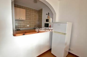 immo espagne costa brava: appartement 83 m², cuisine semi ouverte sur le séjour
