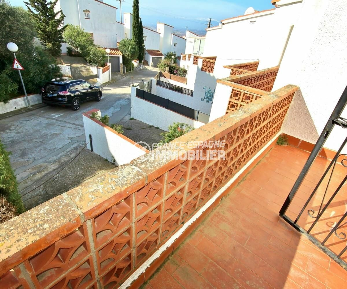 vente maison rosas espagne: villa secteur résidentiel, vue dégagée du balcon de la chambre 1