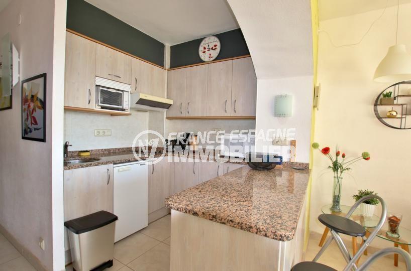 appartement rosas vente, 59 m², cuisine américaine ouverte sur le séjour