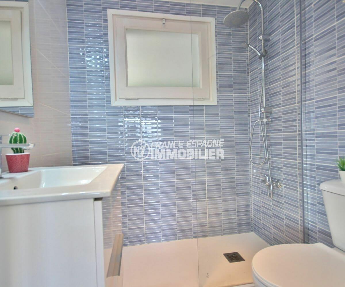 agence immobilière costa brava: appartement 28 m², salle d'eau avec douche à l'italienne