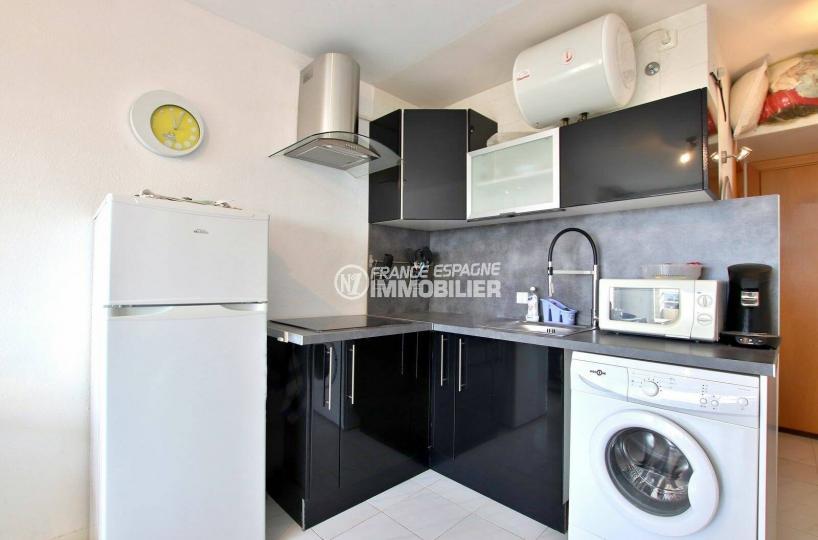 agence immobilière empuriabrava: studio proche plage, coin cuisine aménagé équipée