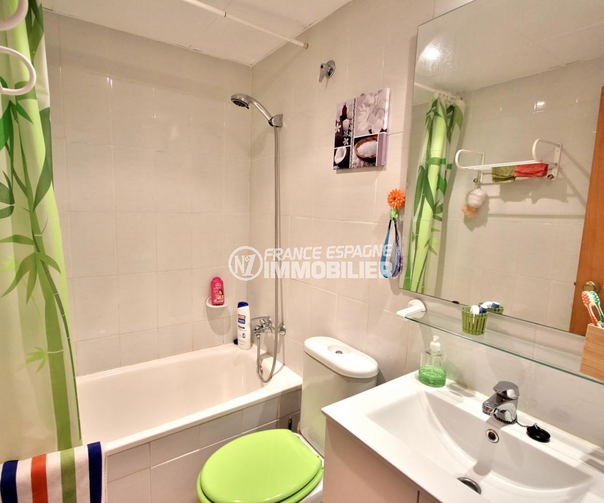 acheter appartement empuriabrava, 53 m², salle de bains avec baignoire, vasque et wc