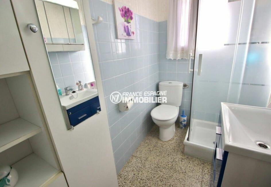 agence immobilière costa brava: vend studio proche plage, petit prix, 30 m² avec salle d'eau / wc