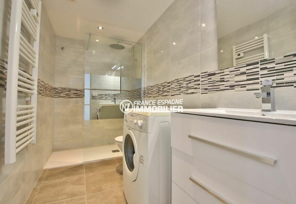 achat appartement rosas, 54 m², salle d'eau entièrement rénové avec douche à l'italienne
