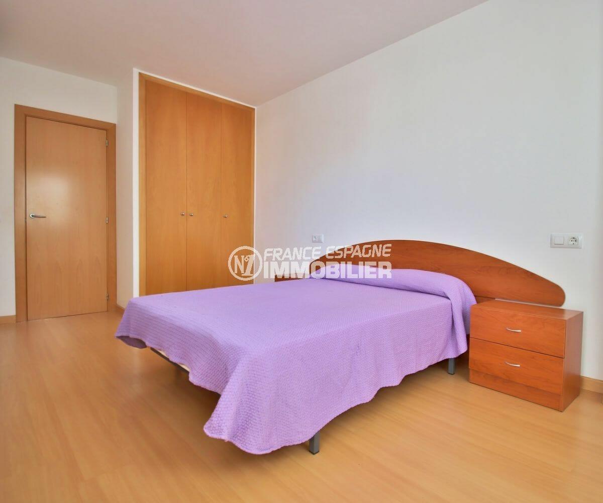 achat appartement rosas, 50 m², chambre avec lit double et rangements
